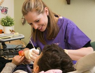 ד'ר ענת בניאל - רופאת שיניים לילדים