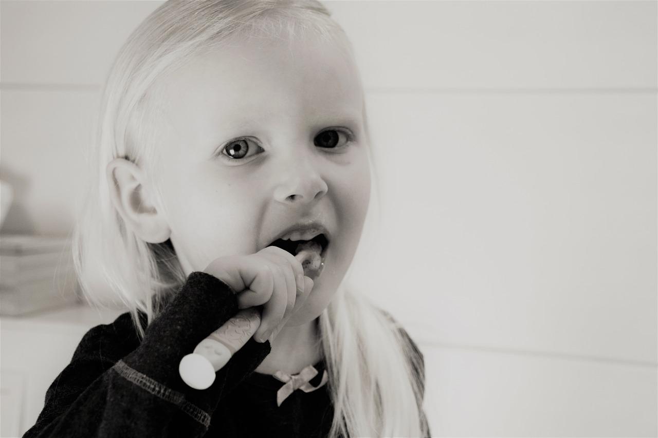 מניעת חורים בשיני ילדים